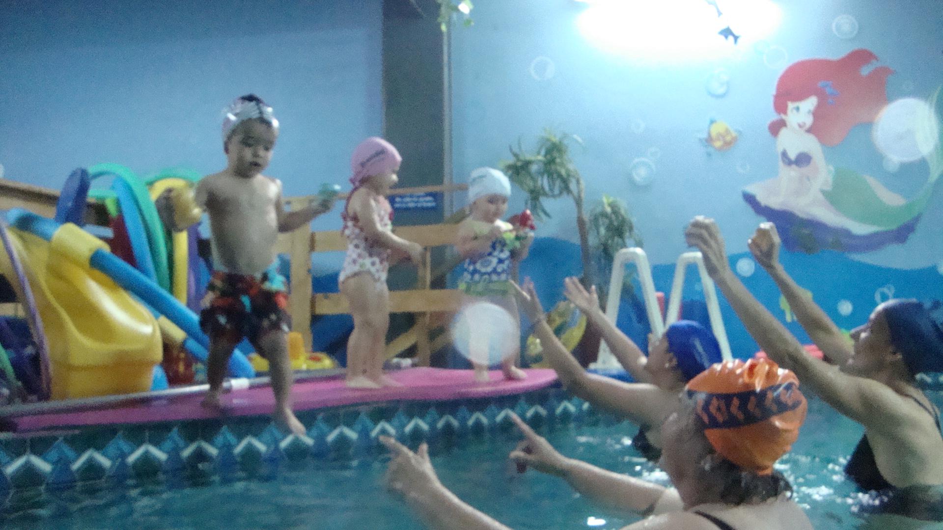 Con su salud costa rica piscina little fish for Clases de piscina para ninos